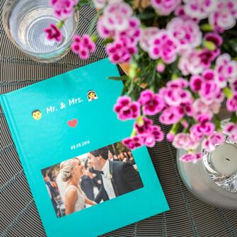 El chat de WhatsApp de la boda en un libro