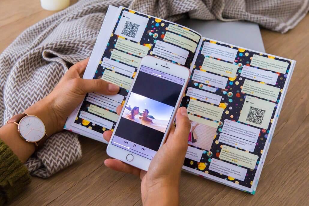 Dein WhatsApp Chat als Buch - inklusive Sprachnachrichten und Videos.