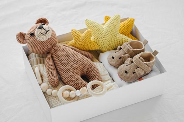 Kiste mit Erinnerungen an das Baby